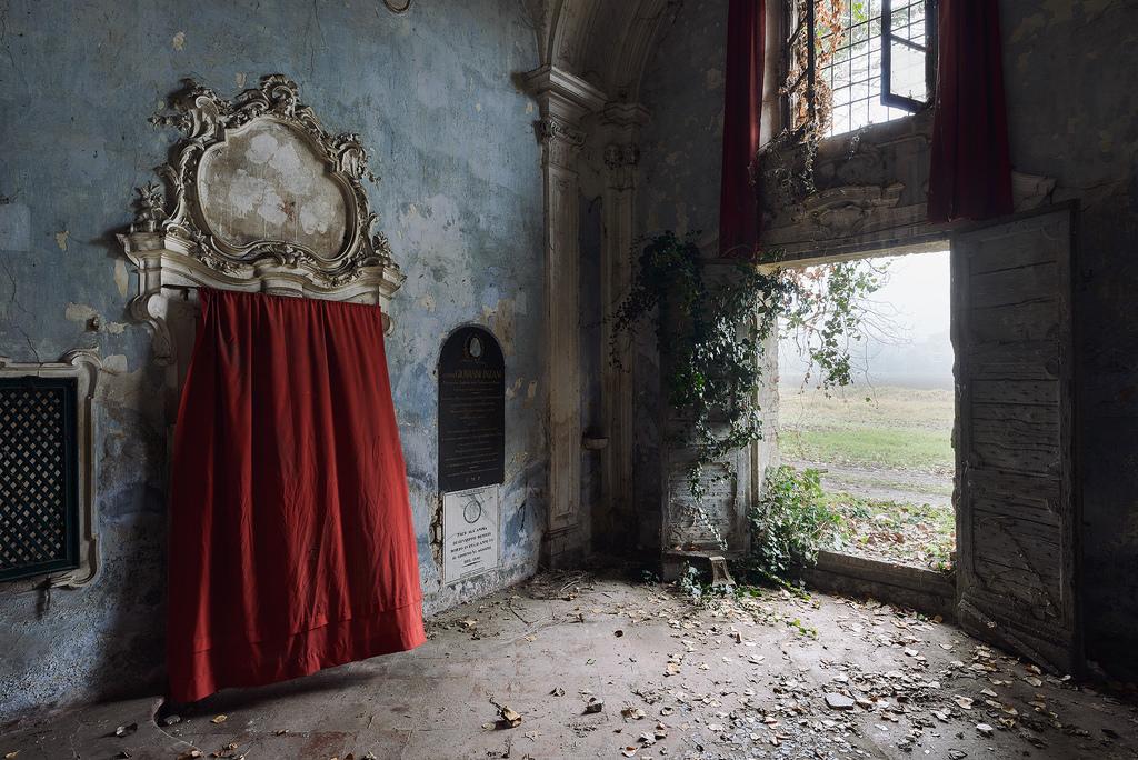 Per un'estetica della decadenza: la fotografia di Nicola Bertellotti Book Cover